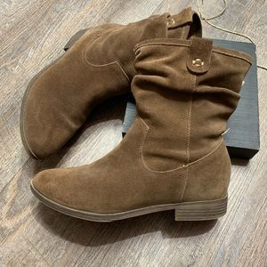 Bass leather  boots size 7.5